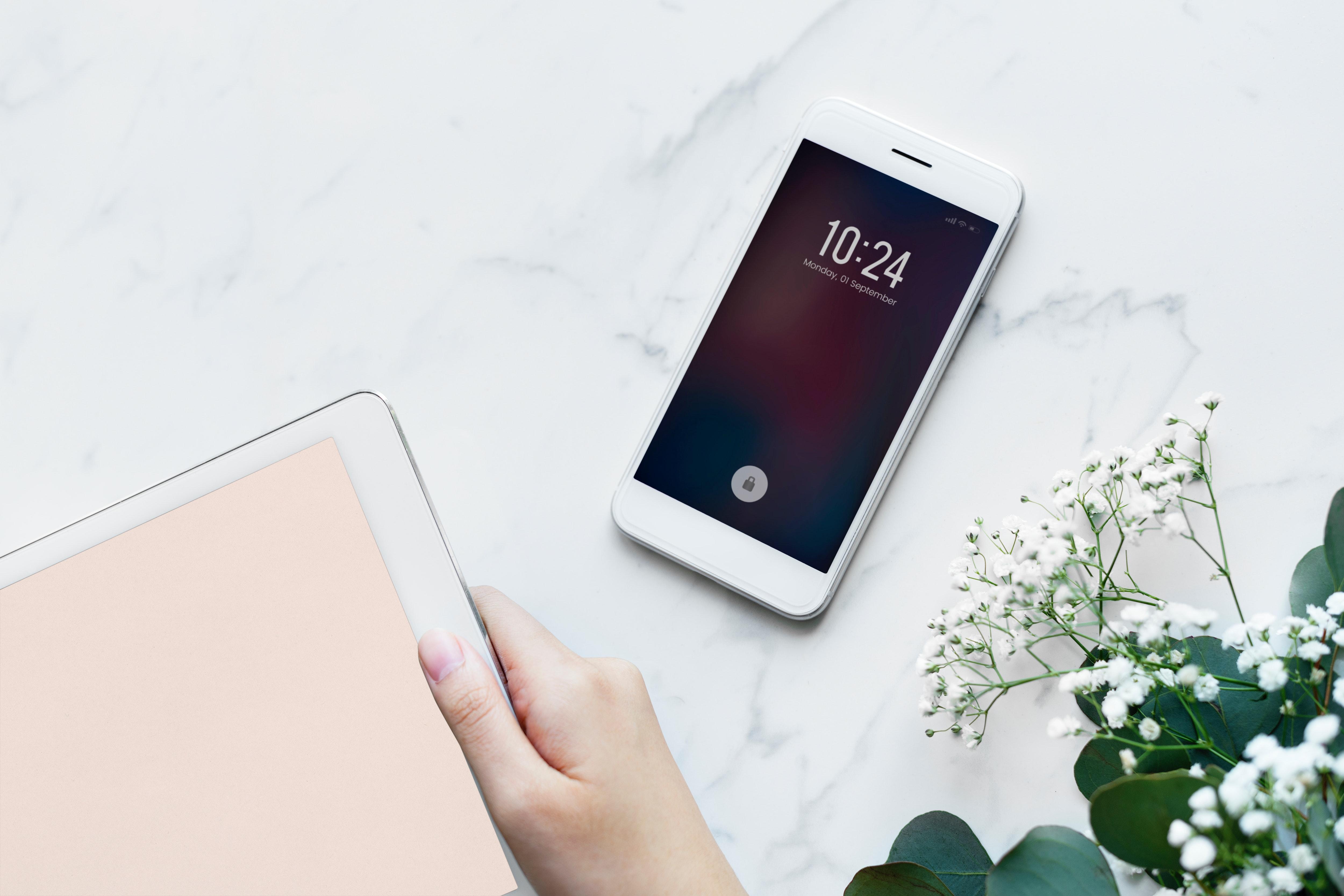 devices-electronics-flatlay-884447