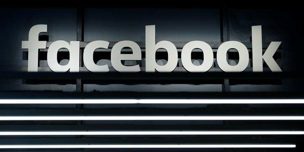 Logo Facebook en blanc sur fond noir